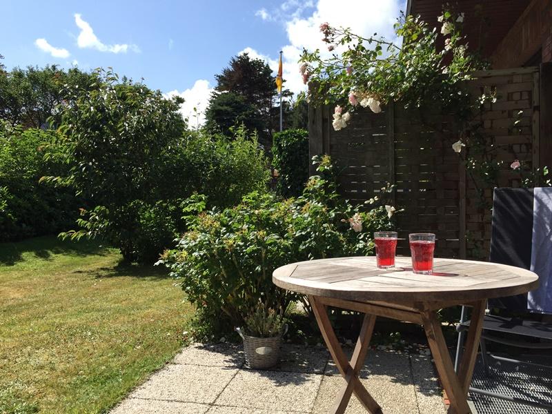 Ferienwohnung Wenningstedt - Terrasse zum Garten